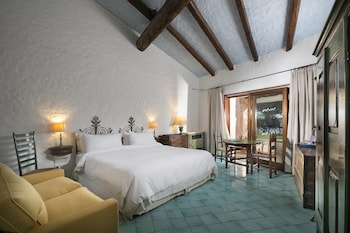Superior Room, 1 King Bed, Partial Sea View (Heritage)