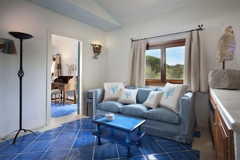 Deluxe Suite, 1 King Bed, Courtyard View (Heritage)