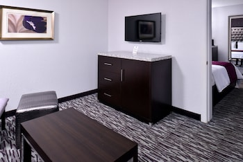 Guestroom at Clarion Inn & Suites Across From Universal Orlando Resort in Orlando