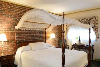Deluxe Room, 1 Queen Canopy Bed