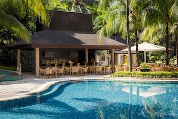 Edsa Shangri-la Manila Poolside Bar