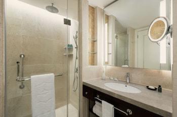 Edsa Shangri-la Manila Bathroom