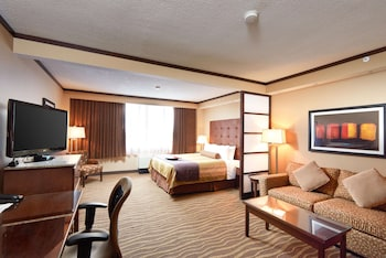 Suite, 1 King Bed, Non Smoking, Refrigerator & Microwave (Walk-in Shower)