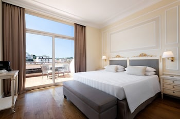 Suite, 1 King Bed, Jetted Tub (Florence, Balcony)