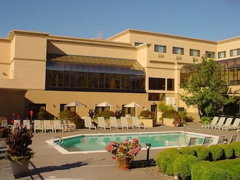 Hotel - Monarch Hotel & Conference Center