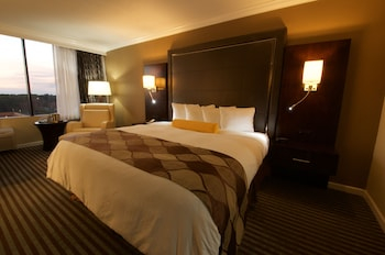 Guestroom at Holiday Inn Orlando East - UCF Area in Orlando