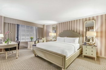 Junior Suite, 1 King Bed, Accessible (Deluxe, Roll-in Shower)