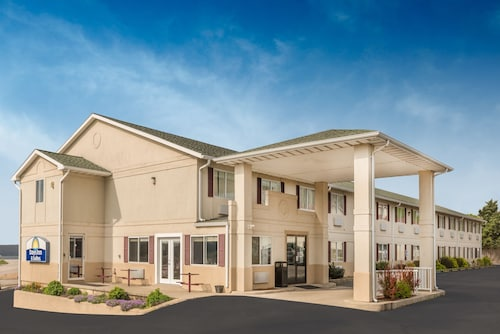 . Days Inn by Wyndham Osage Beach Lake of the Ozarks