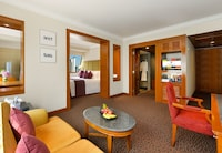 Junior Suite Family Connect with Deluxe Room