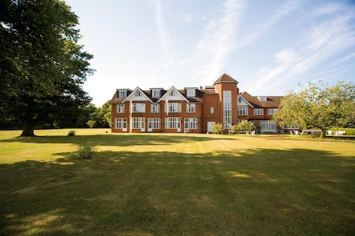 __{offers.Best_flights}__ Classic Lodges - Grovefield House Hotel, Windsor
