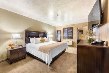 Suite, 2 Queen Beds, Balcony
