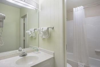 Quality Inn Duluth - Bathroom  - #0