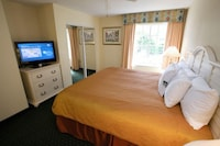 Suite, 1 King Bed, Non Smoking (One-Bedroom, Master)