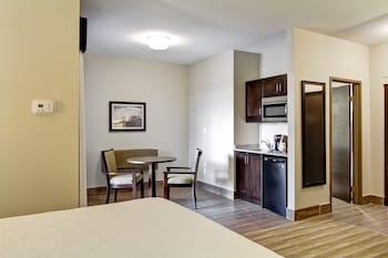 Standard Room, 1 King Bed, Non Smoking, Kitchenette