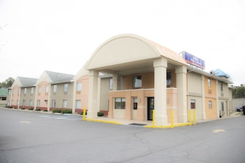 Howard Johnson Hotel & Suites by Wyndham Allentown/Dorney