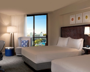 Room, 2 Queen Beds, Accessible, Pool View (Mobility & Hearing)