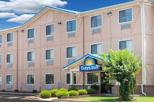 . Days Inn by Wyndham Dyersburg