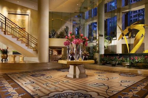 . Omni Los Angeles Hotel at California Plaza