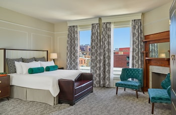Presidential Suite, 1 King Bed, City View