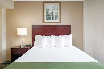 Guestroom at Hawthorn Suites by Wyndham Richardson in Richardson