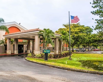 Hotel - Quality Suites Fort Myers - I-75