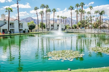 Hotel - Desert Breezes Resort