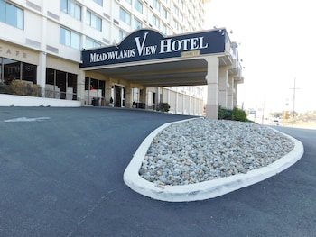 Exterior at Meadowlands View Hotel in North Bergen