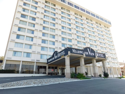 . Meadowlands View Hotel