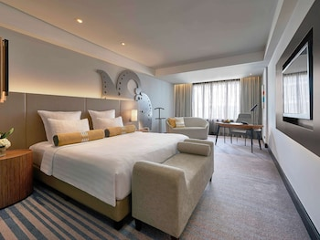 Deluxe Room, 1 King Bed (Grand)