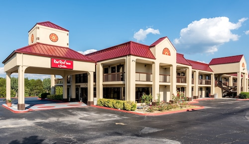 . Red Roof Inn & Suites Clinton