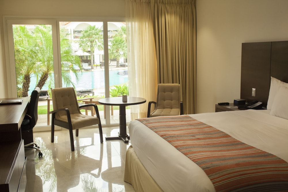 https://i.travelapi.com/hotels/1000000/20000/18800/18758/177ab772_z.jpg