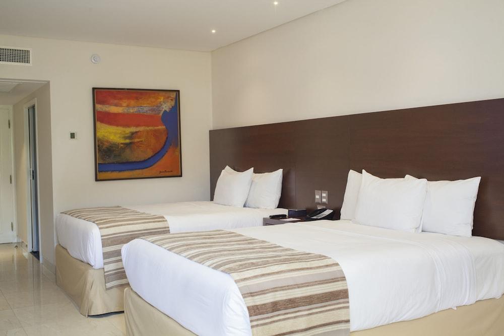 https://i.travelapi.com/hotels/1000000/20000/18800/18758/2c091127_z.jpg