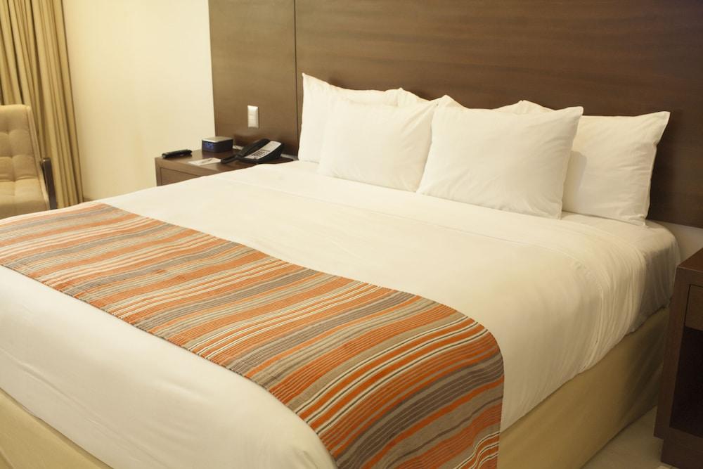 https://i.travelapi.com/hotels/1000000/20000/18800/18758/2d127053_z.jpg