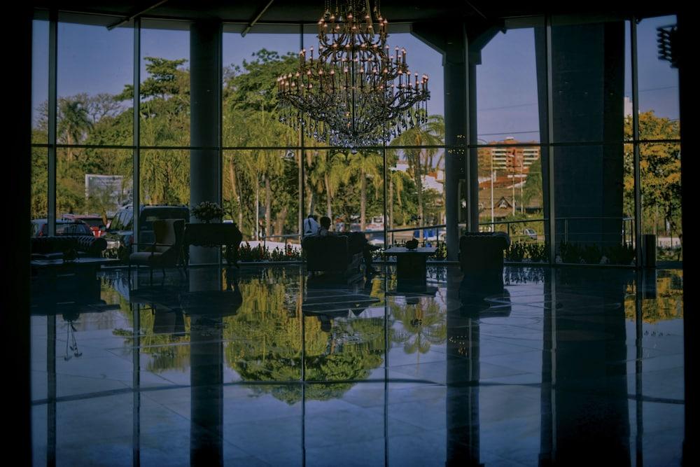 https://i.travelapi.com/hotels/1000000/20000/18800/18758/4972f496_z.jpg