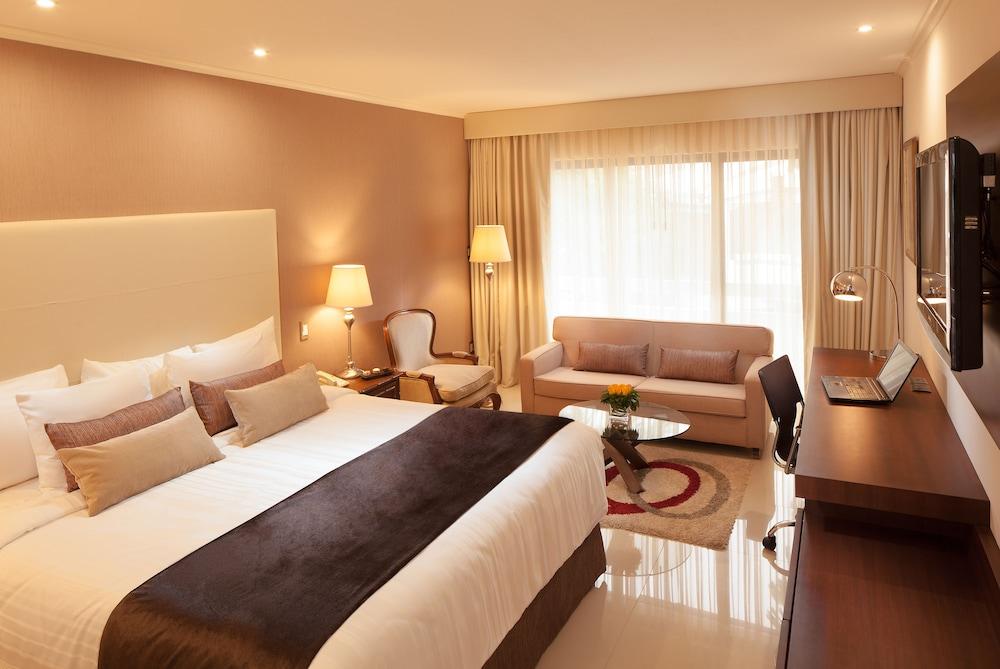https://i.travelapi.com/hotels/1000000/20000/18800/18758/55752f97_z.jpg