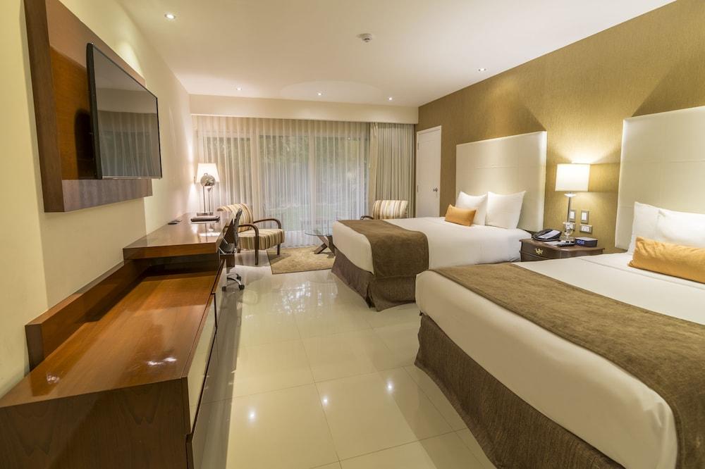 https://i.travelapi.com/hotels/1000000/20000/18800/18758/b49dfee9_z.jpg