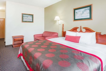Business Studio Suite, 1 King Bed with Sofa bed, Non Smoking