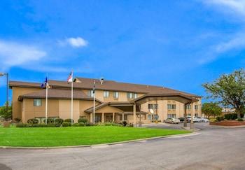 勞倫斯-大學區凱藝套房飯店 Quality Inn & Suites Lawrence - University Area