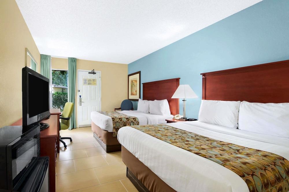 baymont inn suites gainesville gainesville fl 6901 4th 32607. Black Bedroom Furniture Sets. Home Design Ideas