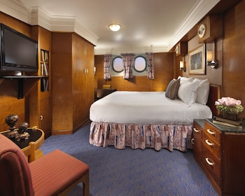 Family Room, 1 King Bed (Stateroom)