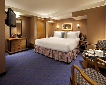 Room, 1 King Bed, Accessible (Inside Stateroom)