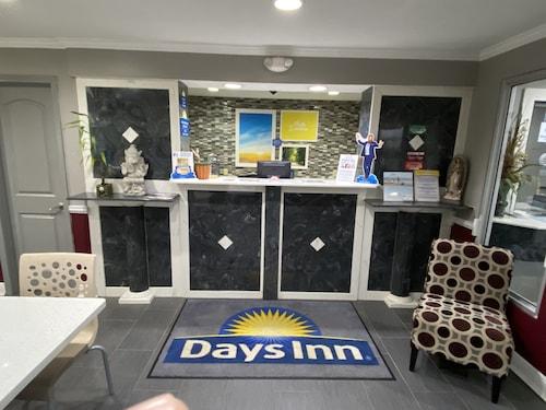 . Days Inn by Wyndham Forest