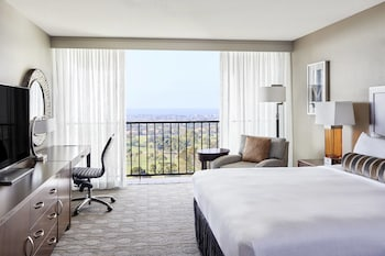 Room, Business Lounge Access, Partial Ocean View
