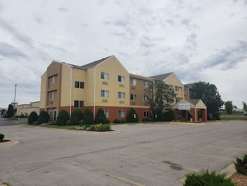 Hotel - Fairview Inn and Suites