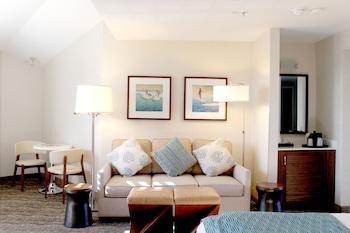 Laguna Brisas - A Beach Hotel