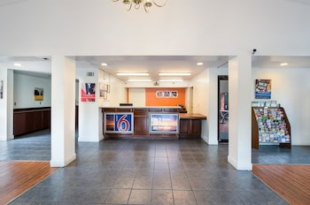 Lobby at Motel 6 Savannah Airport - Pooler in Pooler
