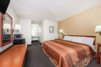 Days Inn by Wyndham Fort Payne - Property Image 1