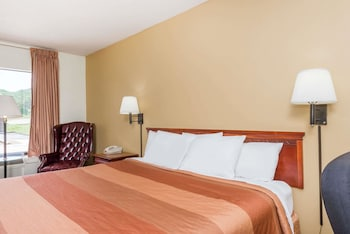 Days Inn by Wyndham Fort Payne - Property Image 3