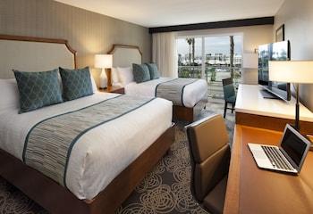 Deluxe Room, 2 Queen Beds, Marina View