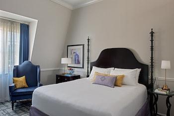 Room 1 King Newport Guest Room